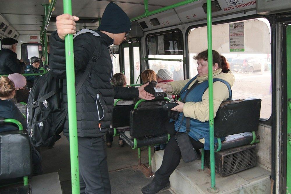 Тест-драйв с терминалом. Ярославцы начали оплачивать проезд в общественном транспорте банковскими картами
